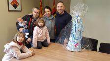 L'Alcalde amb la família Mata Trull